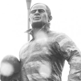 Billy Boston statue in Wigan<br />click to enlarge